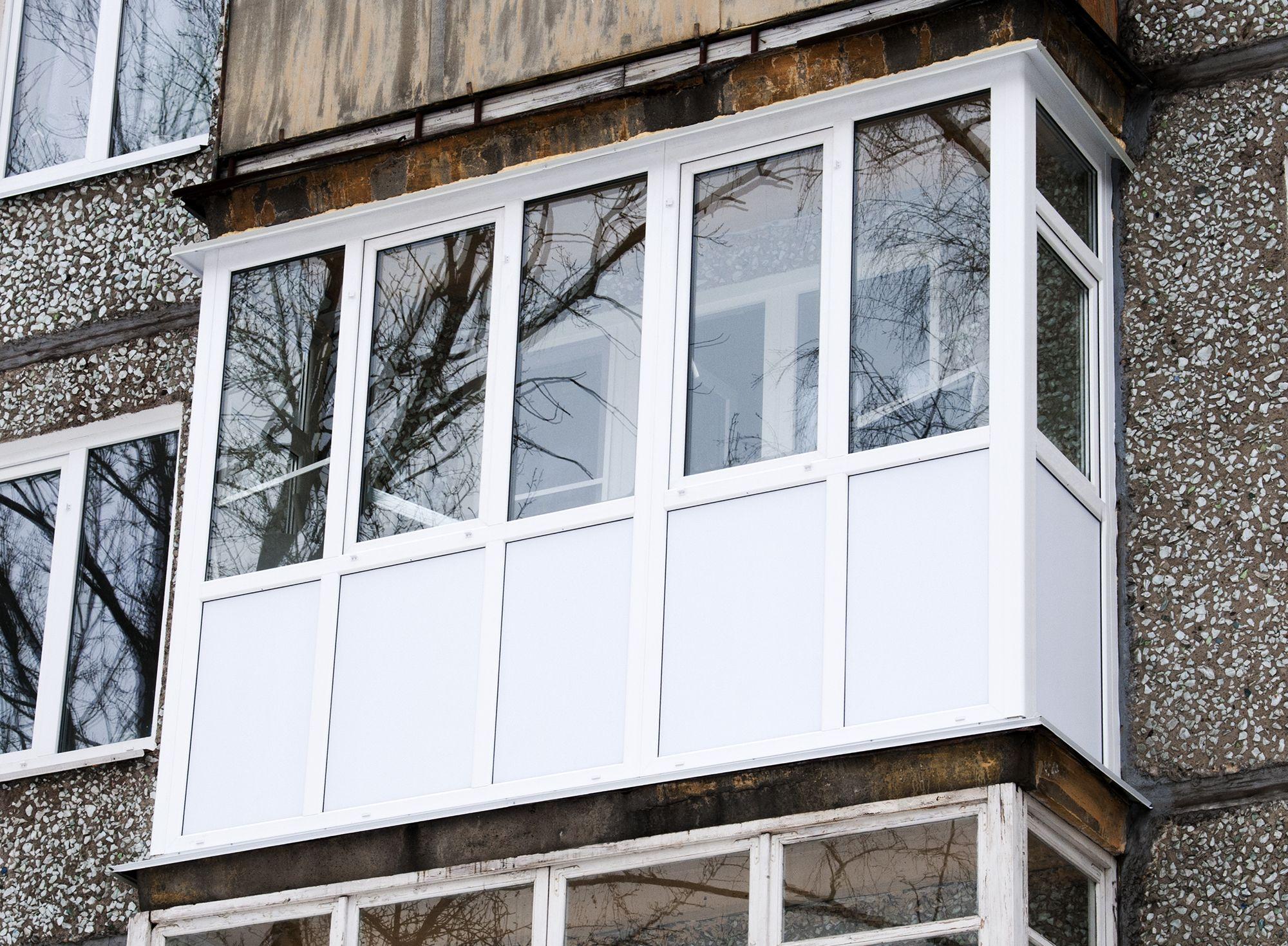 Типовое остекление и утепление балкона фото цена.